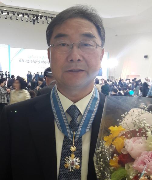 20170421 백경욱교수_웅비장.PNG